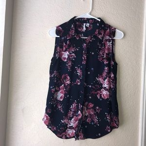 Elle button down sleeveless floral top